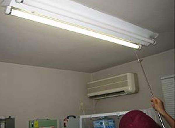 蛍光灯型非常用照明<br>検査状況(室内)