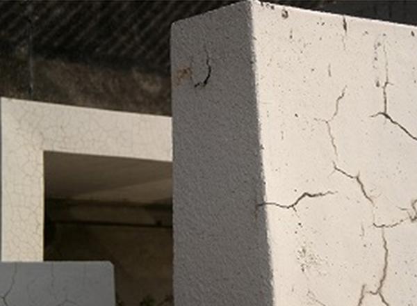 開放廊下手摺壁ひび割れ状況
