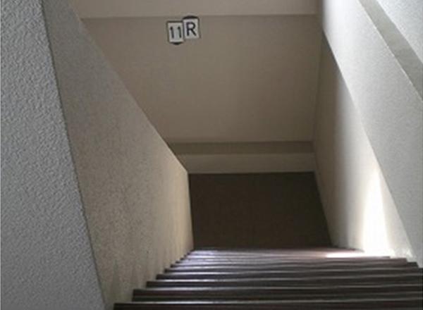 屋内階段手摺未設置状況