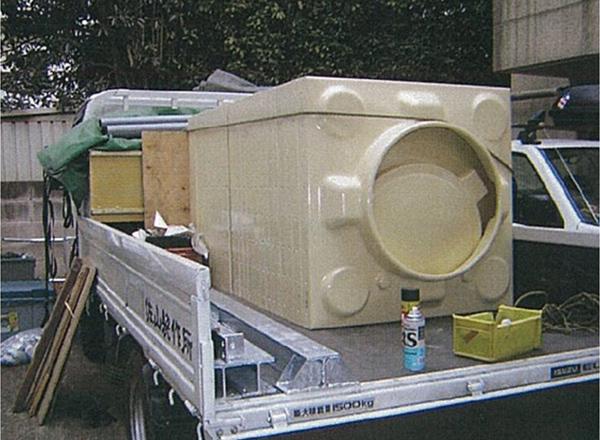 新規受水槽搬入状況